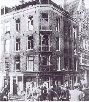 1940. Bom op hoekhuis da Costakade hoek v. Lennepstraat